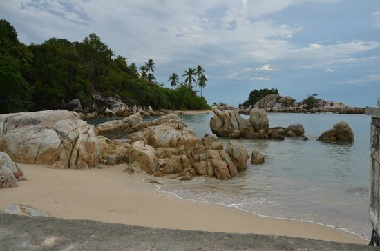 Parai Beach Resort & Spa: beach and stone
