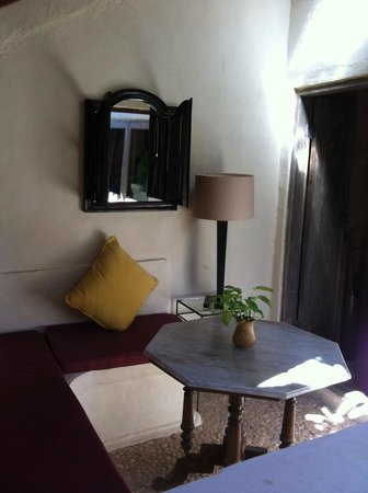 La Taverna Suites: Porch 2