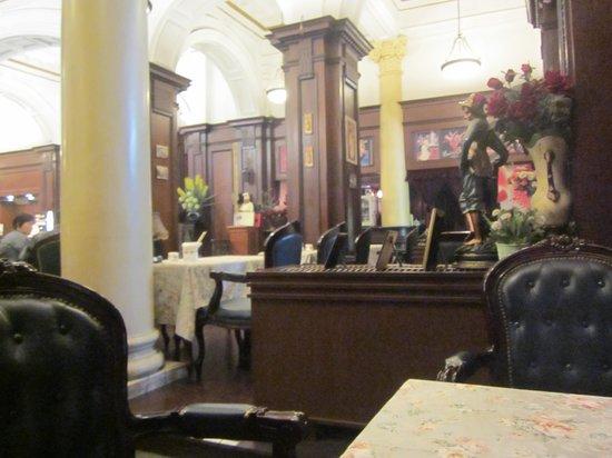 Astor House Hotel: Dining in La Vie en Rose in the Astor House lobby
