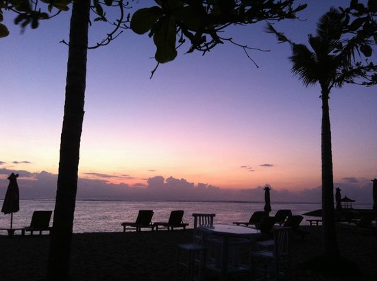 La Taverna Suites : Sunrise in front of hotel