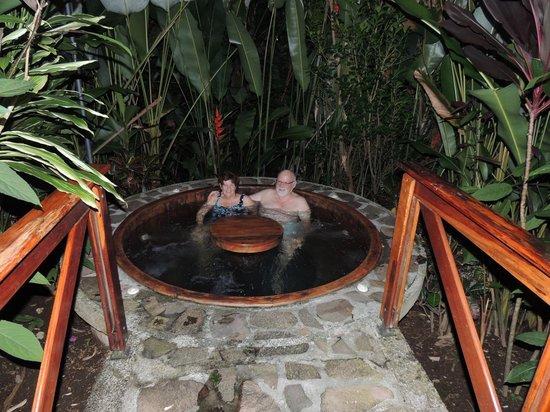 Nayara Resort Spa U0026 Gardens: Jacuzzi Near Pool