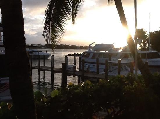 Paradise Harbour Club & Marina: Sunset at the marina