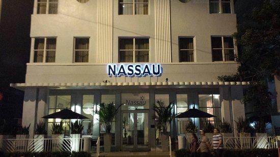 Nassau Suite Hotel: Façade