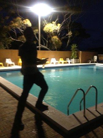 Eucla Motor Hotel: The pool