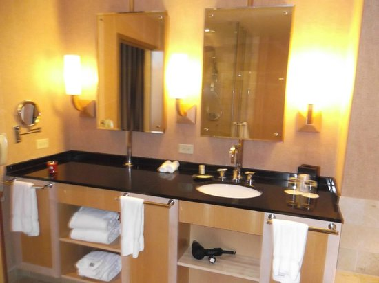 Westin St. Louis: Bathroom