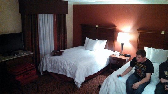 Hampton Inn & Suites Cleveland-Beachwood : Jr Suite room.