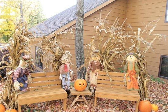 The Landing Resort : Halloween decorations