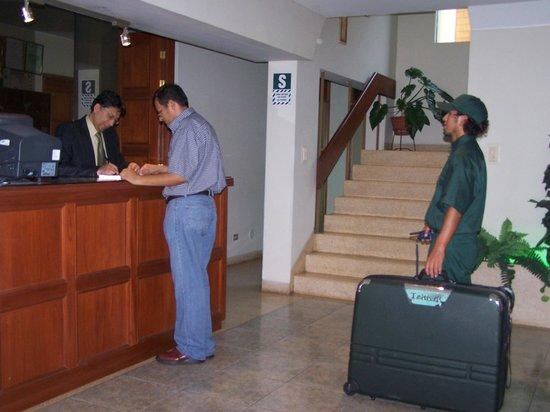 Imperium Hotel Lima : Recepción