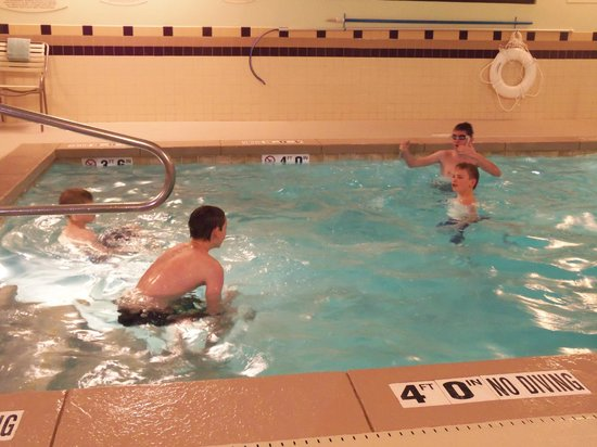 SpringHill Suites Salt Lake City Downtown: Pool area, to ensure tired kids sleep extra soundly!