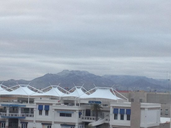 Hotel Ibis Juarez Consulado: Snowy mountain view from hotel