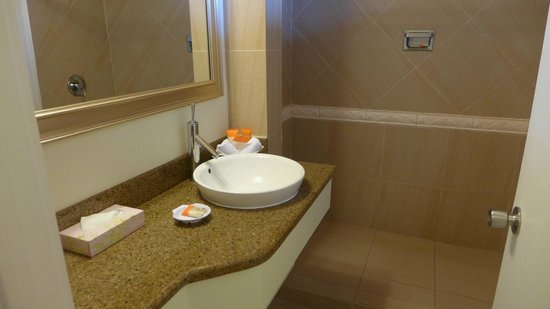 Sunscape Curacao Resort Spa & Casino : clean bathroom
