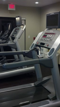 TownePlace Suites by Marriott Huntington: LifeFitness commercial grade treadmills and elliptical