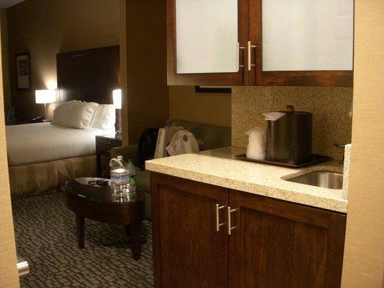 Holiday Inn Express & Suites Salinas: Cozinha.