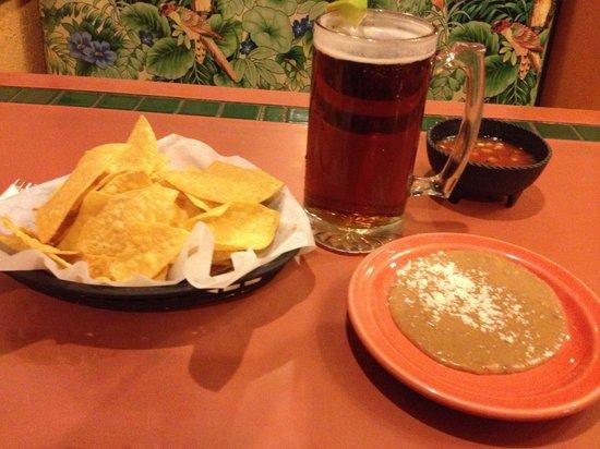 La Casa Cuevas: A nice large XX beer to go with good good