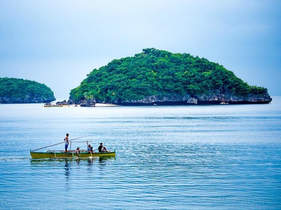 Hundred Islands National Park: Your boatman will be an important part of your trip, so be nice to him!
