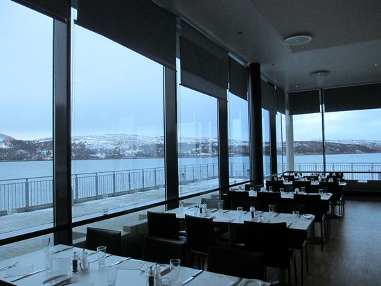 Thon Hotel Kirkenes: Another room of dining room deck area