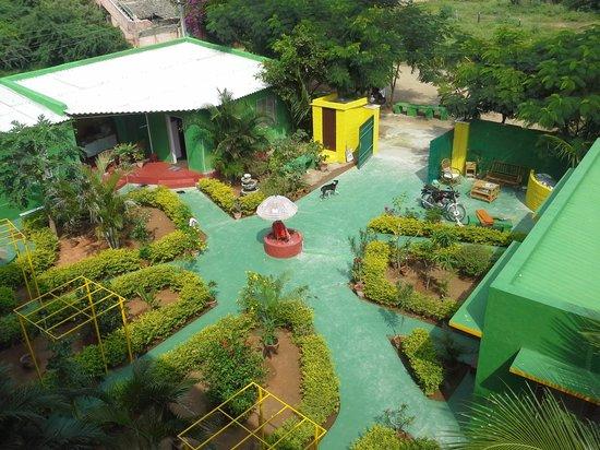Sunshine Guest House: courtyard