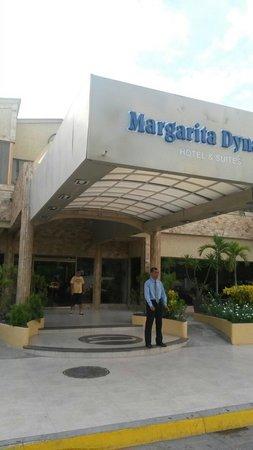 Margarita Dynasty Hotel & Suites: Entrada principal