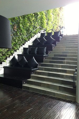 The Akmani Legian: Stairs to private villas!!