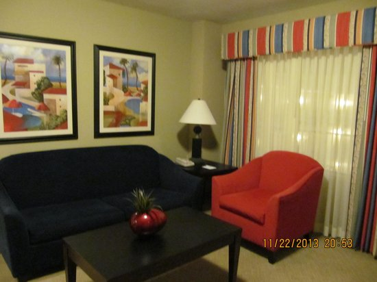Embassy Suites by Hilton Fort Myers - Estero : Living room