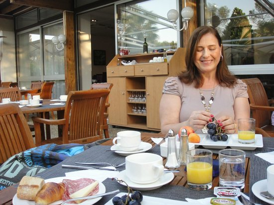 Novotel Antibes Sophia Antipolis : Delicioso café da manhã no Novotel Sophia Antipolis - França