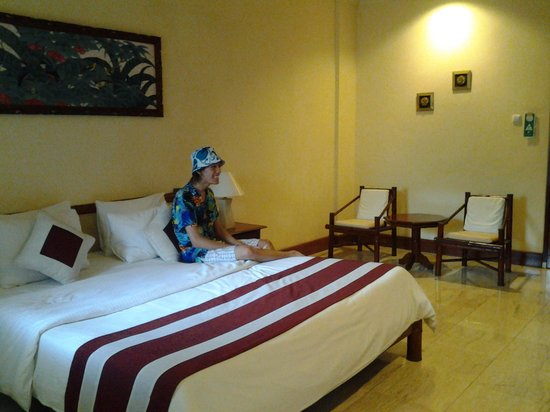 Grand Istana Rama Hotel Bali : too spacious but less and old furniture