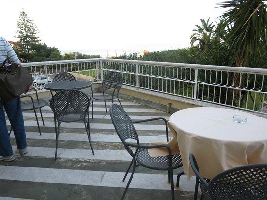 Grand Hotel Vesuvio: Terrace with a view