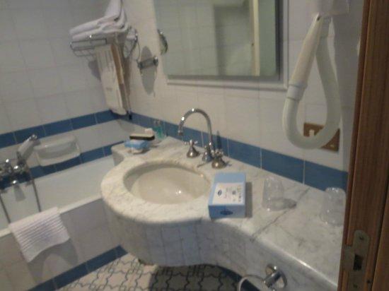 Grand Hotel Vesuvio: Sink