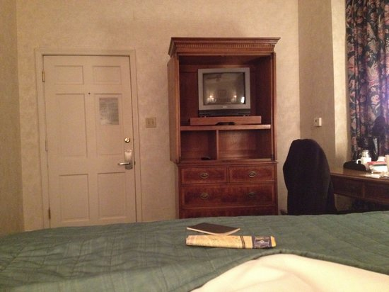 Place d'Armes Hotel: TV must work, but I haven't figured it out yet.  Smallest TV ever in the smallest room ever!