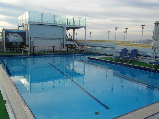 Athens Poseidon Hotel: roof pool