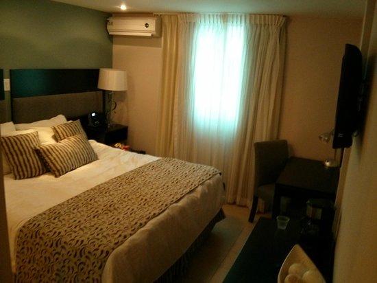 The Saba Hotel: Pequena pero Comoda y bien decorada habitacion