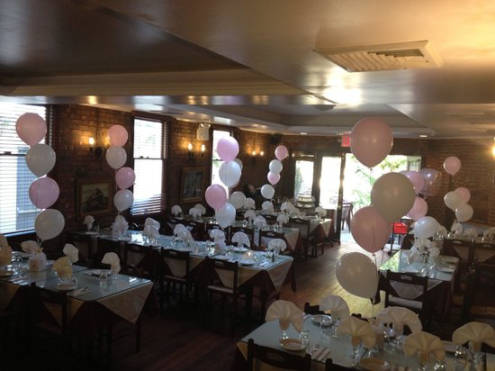 Telly's Taverna: Telly's accommodates large groups for all occasions!