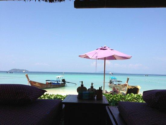P.P. Erawan Palms Resort: Spa em frente a praia