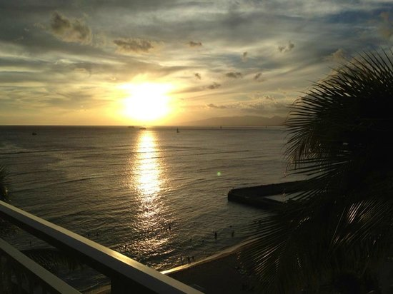 The New Otani Kaimana Beach Hotel: What a view from the 6th floor!