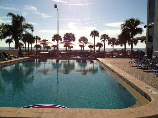 Holiday Inn Sarasota - Lido Beach : view from my chair by the pool