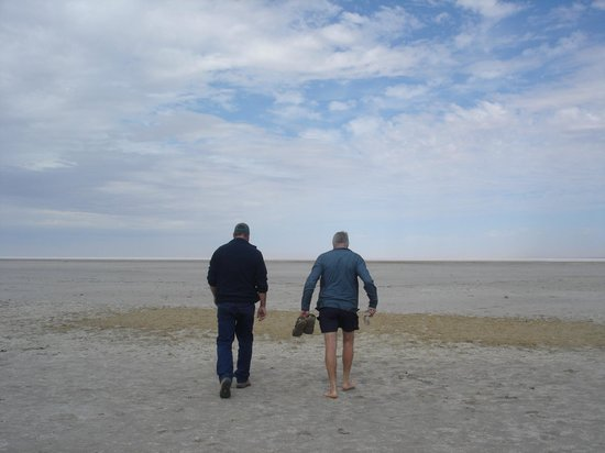 Arid Areas Day Tours: Wayne and Denis walking on Lake