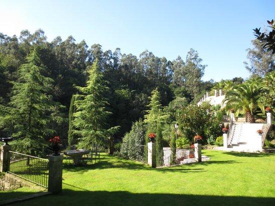 Hotel Rural Torre do Río: grounds