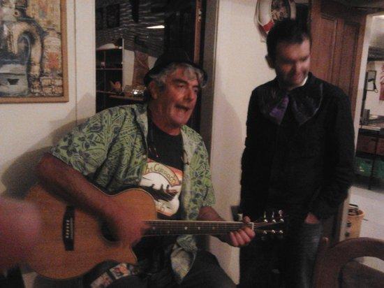Currach Irish Pub & The Innkeeper's Lodge: A great sing along,