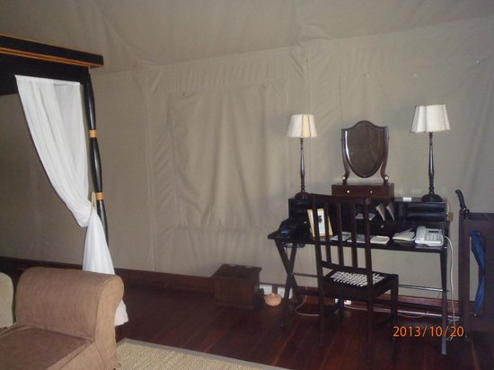 Belmond Khwai River Lodge : The walls are canvas and there ends the tent similarities