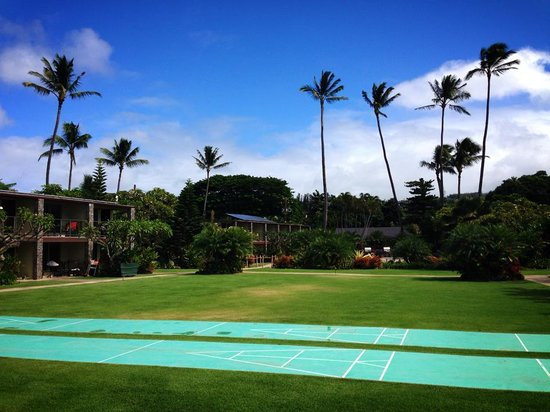 The Mauian Hotel on Napili Beach : View of the grounds from the beach