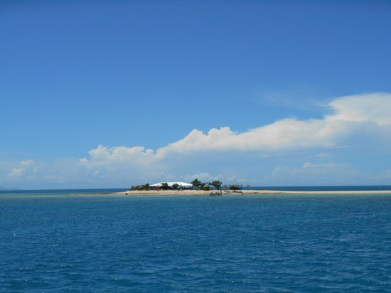 Oolala Cruises: A view of the island as we left.