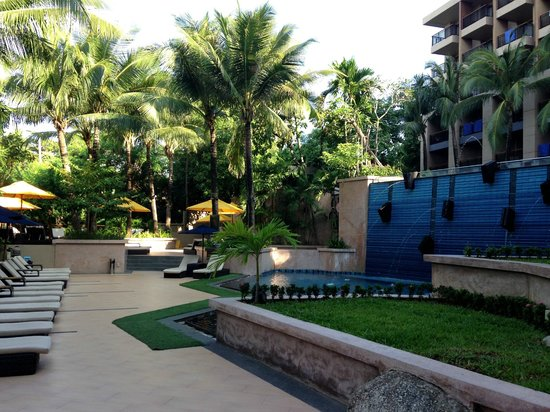 Novotel Phuket Kata Avista Resort and Spa: Lower Pool