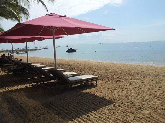 Puri Santrian: Beachfront