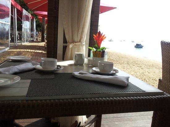 Puri Santrian: Breakfast dining