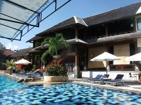 Grand Istana Rama Hotel Bali : very clean friendly swimup bar staff