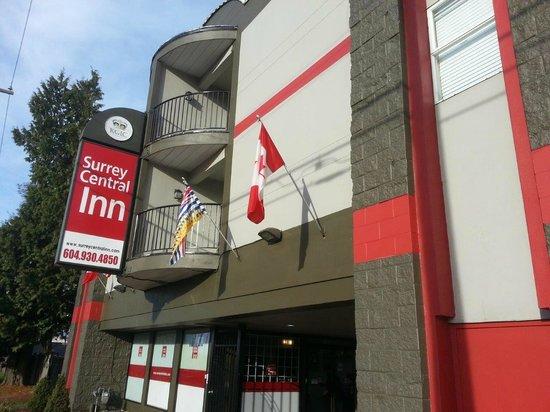 Surrey Central Inn: Hotel Front Facade