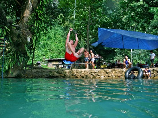 Tham Phu Kham Cave and Blue Lagoon: Rope
