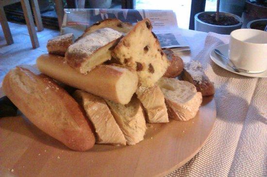 Hermitage de Saint-Antoine: les brioches et pains, petit déjeuner