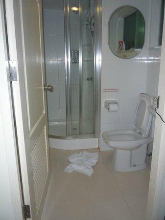 Phuket Center Apartment: Ванная комната