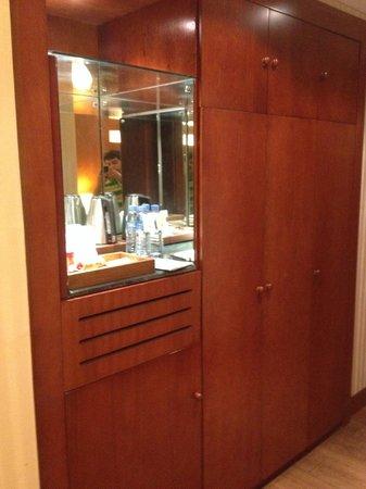 Retaj Al Rayyan Hotel : mini bar